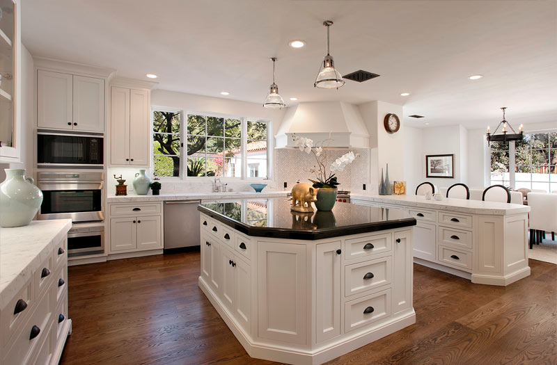 Traditional-White-Kitchen-BlogKitchens