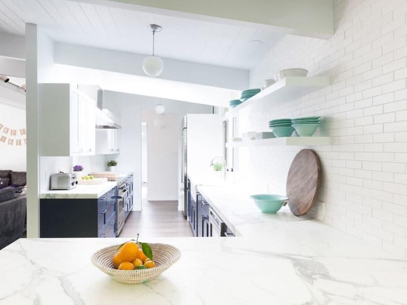 Horseshoe-Kitchen-Plan-with-Island-Homepolish