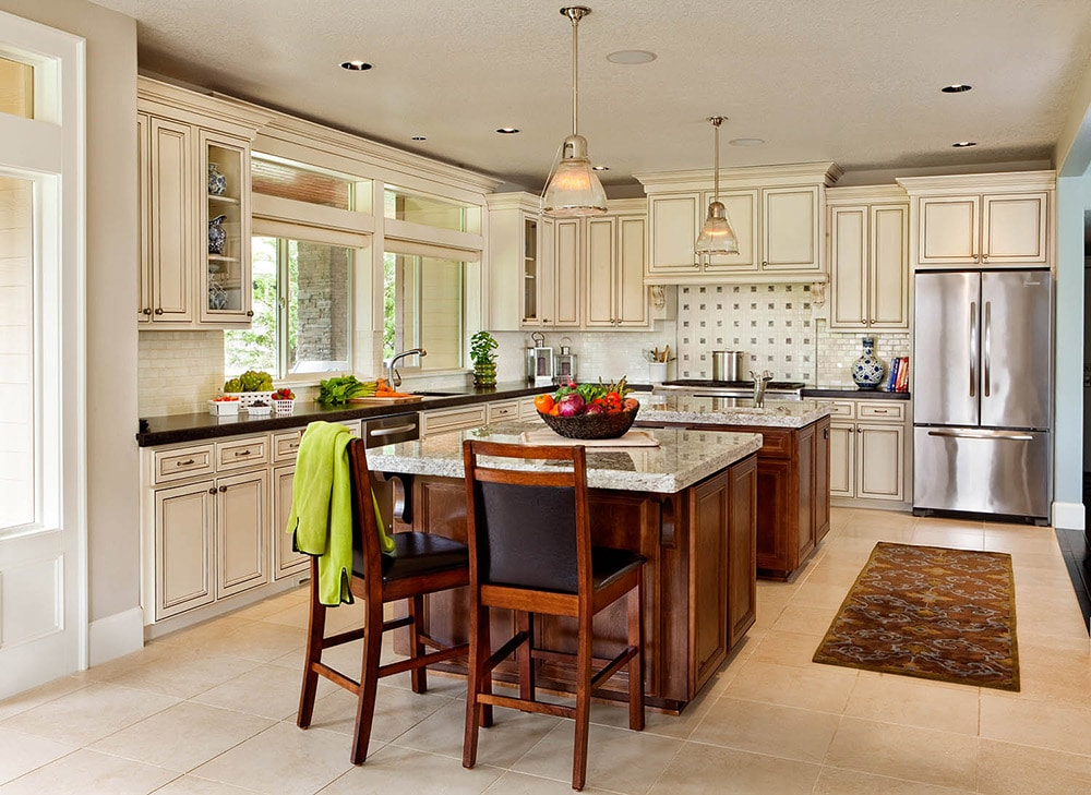 Traditional-Kitchen-in-Cream-Blackstone-Edge-Studios