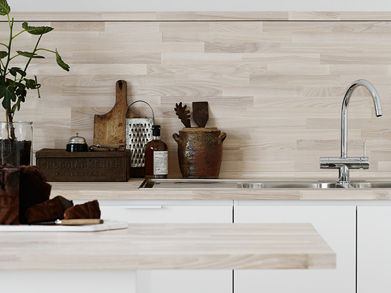 Unfinished-Wood-Backsplash-Kristofer-Johnsson