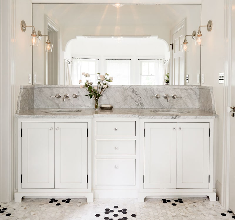 Vintage-Bathroom-Vanity-with-Granite-Counter-and-Backsplash-Jessica-Helgerson-Interior-Design