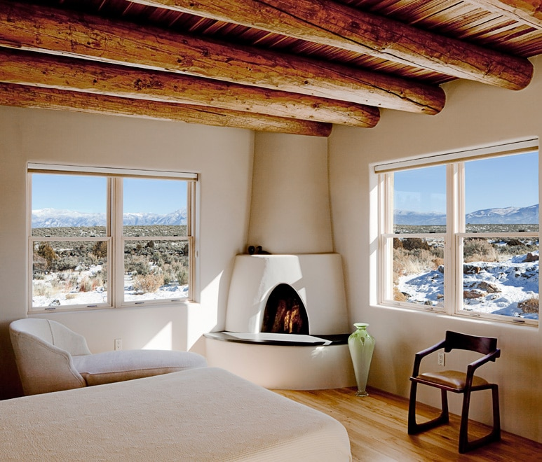 adobe-corner-fireplace-taos-wood-beams-nick-noyes-architecture