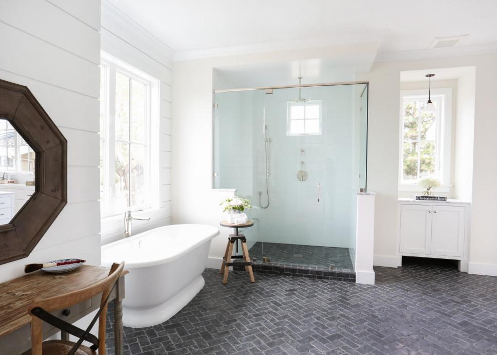 blackband-design_newport-heights-modern-farmhouse-herringbone-slate-floor-natural-stone-bathroom-flooring-tessa-neustadt