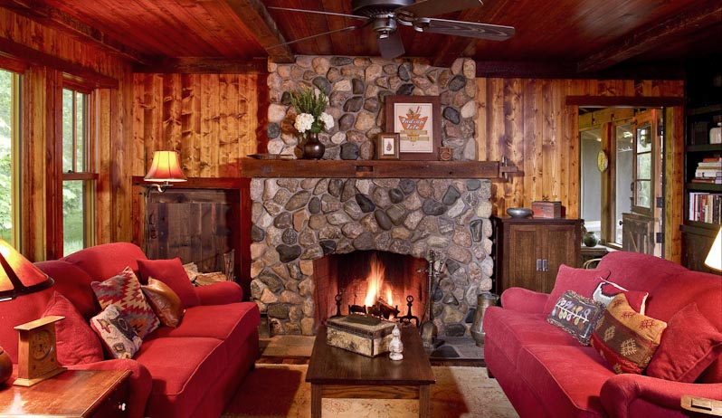 stone-fireplace-with-wood-mantel-cabin-western-bede-design